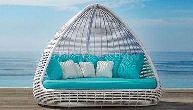 Shade Garden Resting Couch